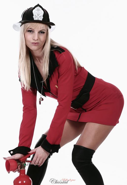 Stripperin als Feuerwehrfrau buchen