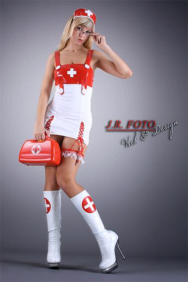 Stripperin als Krankenschwester buchen - Chantal-Strip.com