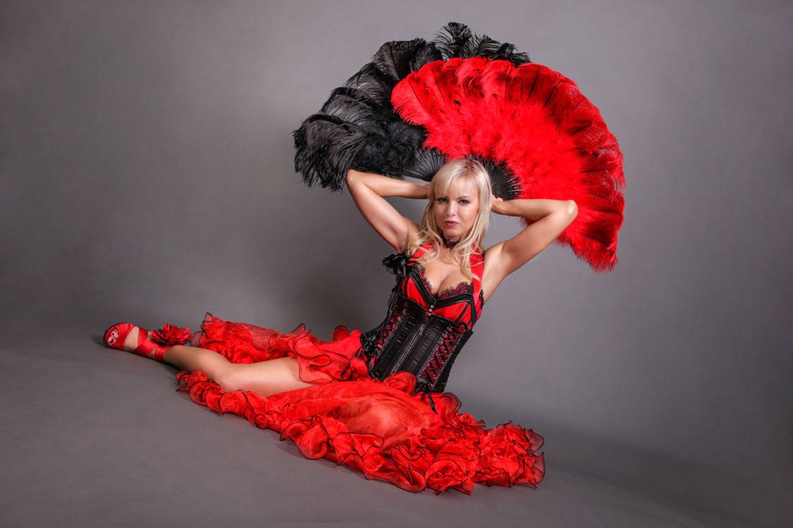 Stripperin als Moulin Rouge Tänzerin buchen