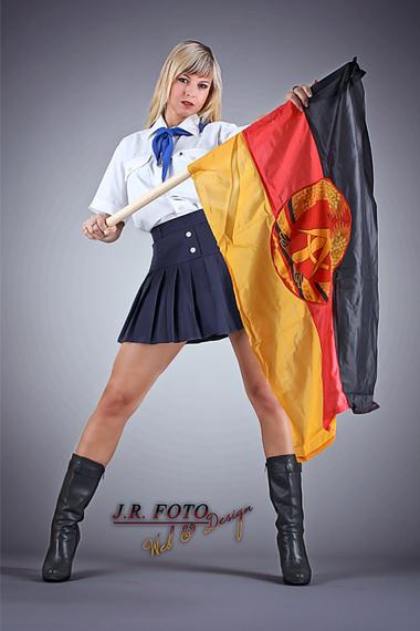 Partystrip als DDR Pionier Mädchen - Chantal-Strip.com