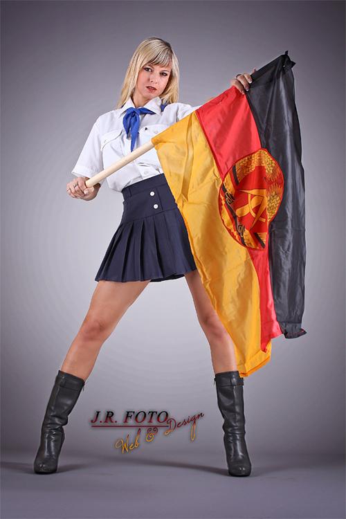 Partystrip als DDR Pionier Mädchen